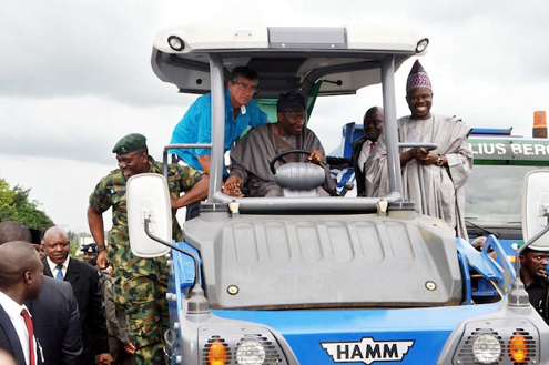 Jonathan-at-the-flag-off-of-Lagos-Ibadan-expressway-reconstruction