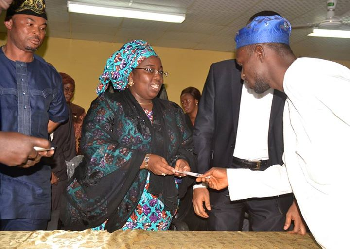 Lagos presents cheques to Iyana-Ipaja, Idimu tanker fire victims (4)