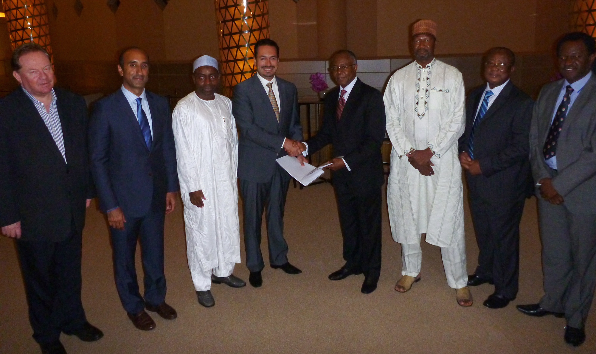 Image caption: The Medtronic and Renescor Managed signing ceremony which took place in Dubai with Majid Kaddoumi, VP and MD of Medtronic Middle east, Africa, Central Asia and Turkey and Chairman of Renescor, Dr Ladi Awosika shaking hands in the presence of His Excellency Ibrahim Auwalu, Ambassador of Nigeria in the UAE and Medtronic and Renescor representatives.